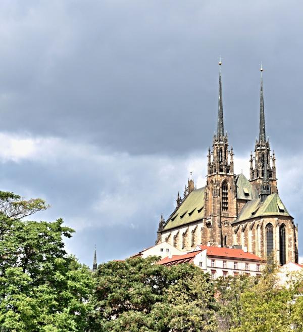Katedrála sv. Petra a Pavla vBrně – posouzení poruch vpresbytáři, konstrukcí balkonů pro možnost přístupu turistů na věže a ocelového krovu.